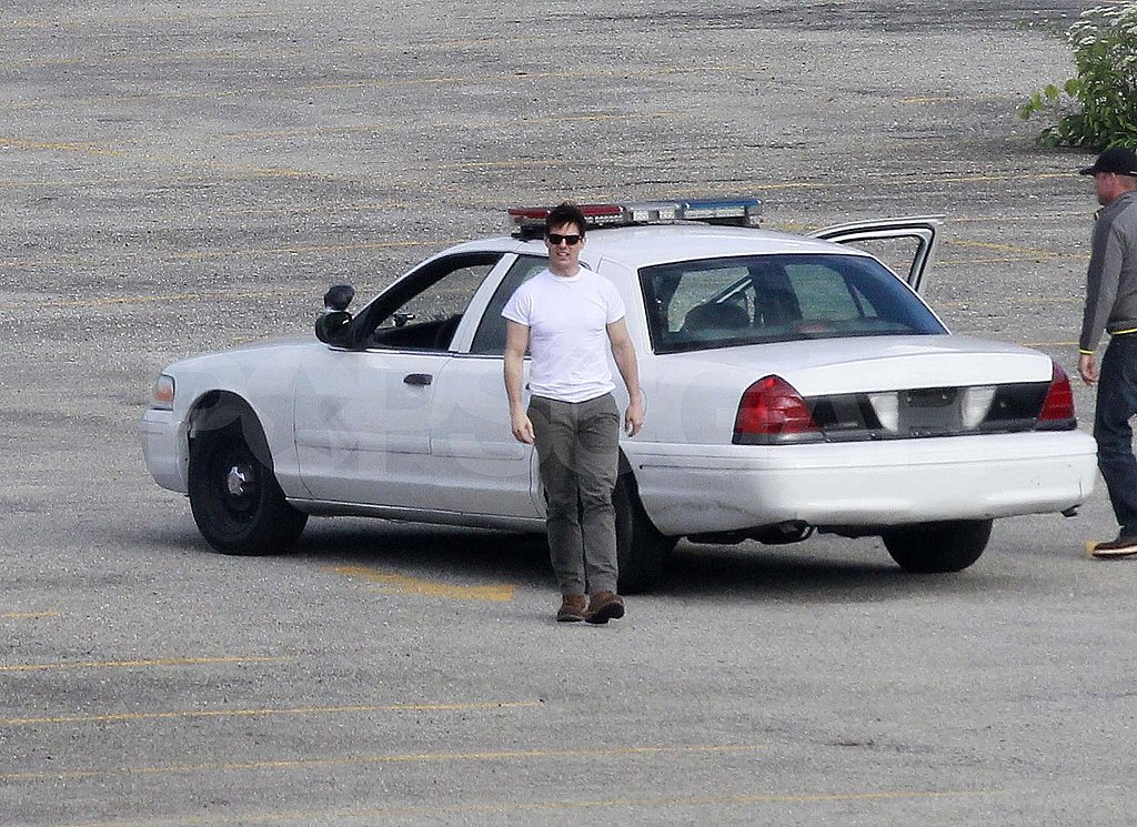 Tom Cruise on the One Shot set in Pittsburgh.