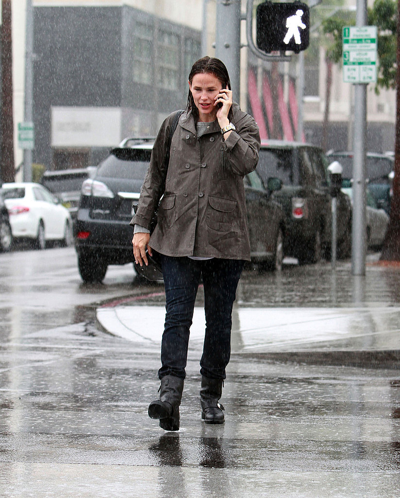 Jennifer Garner walked in the rain in LA.