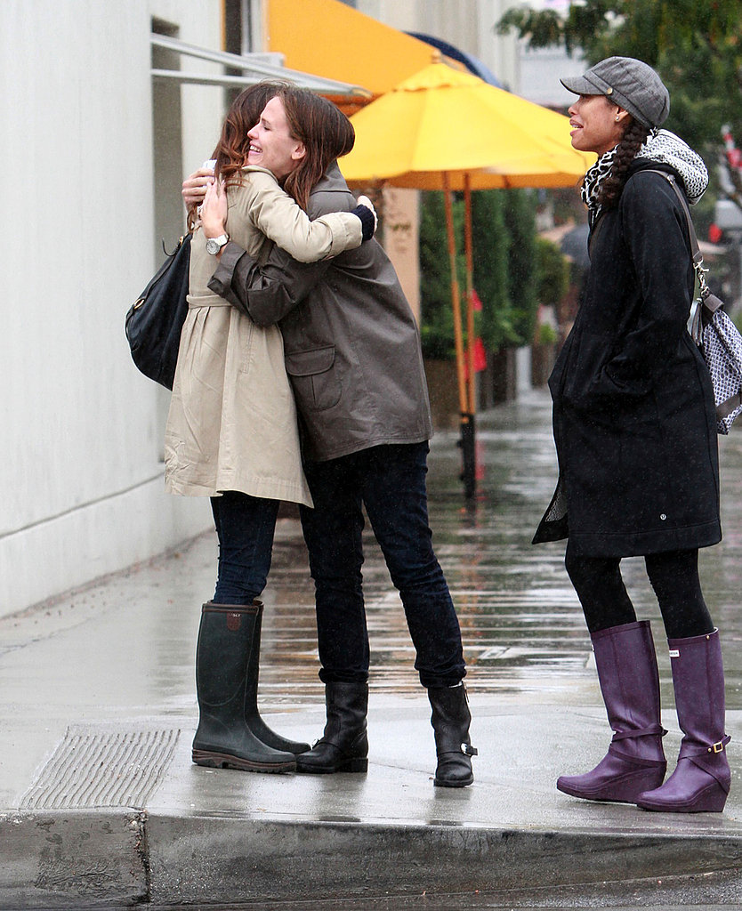 Jennifer Garner said goodbye to her friend with a hug.