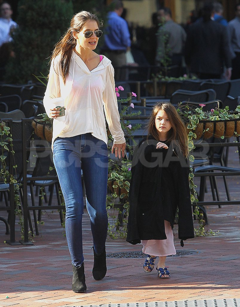 Katie Holmes and Suri Cruise had an early-morning stroll in Pittsburg.