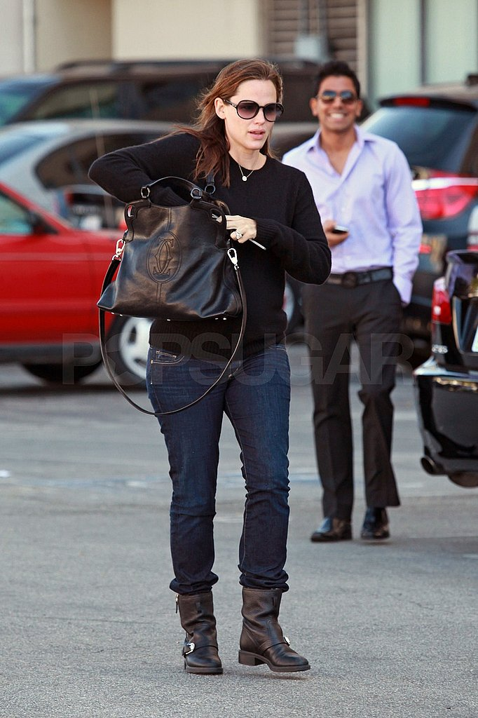 Jennifer Garner carried a large Chanel bag.