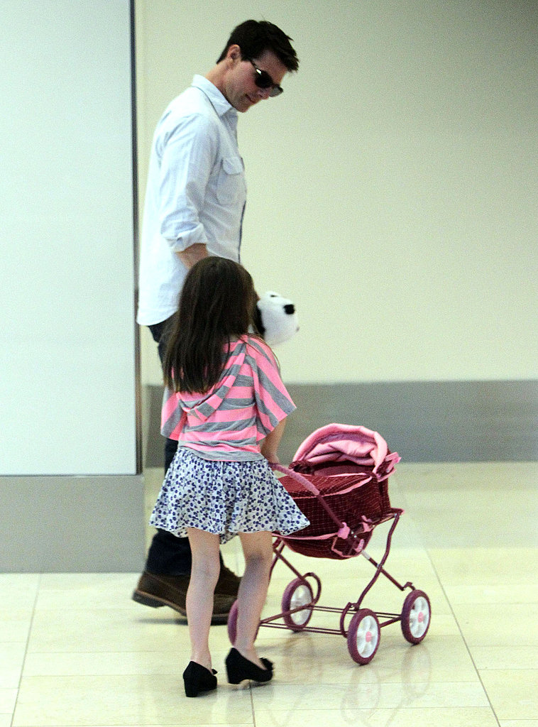 Tom Cruise handed a panda bear to Suri.