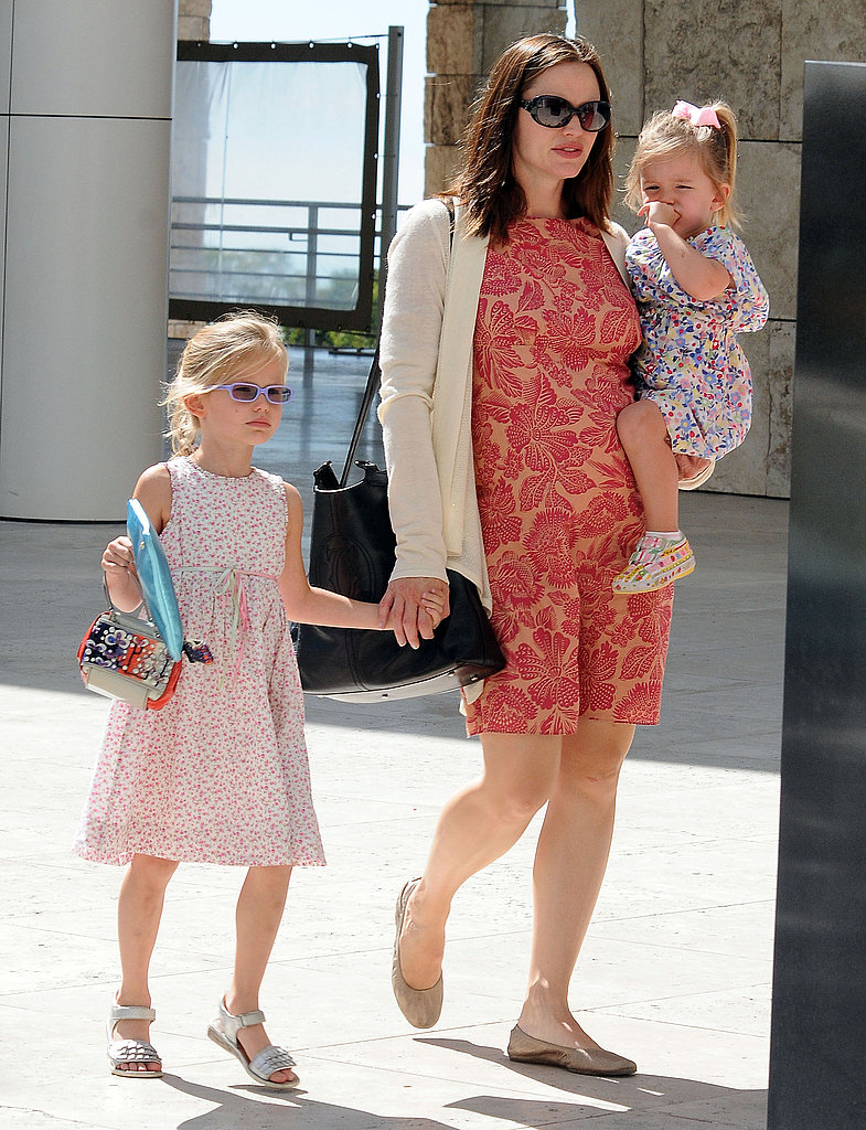 Jennifer Garner held her daughters, Seraphina and Violet.