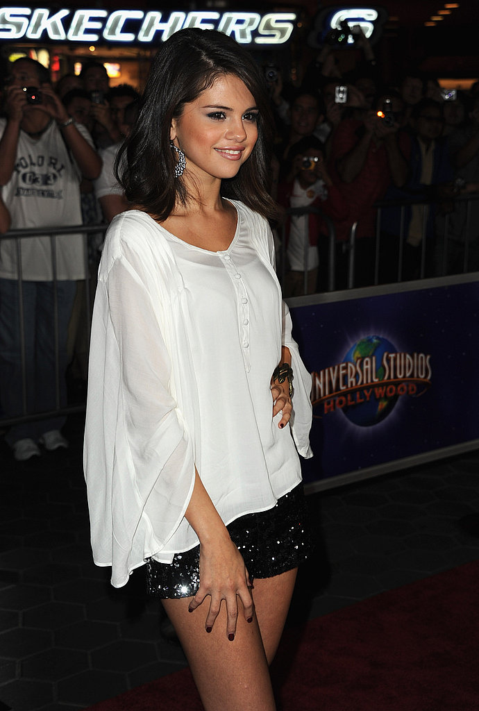 Selena Gomez posed at the LA premiere of The Thing.