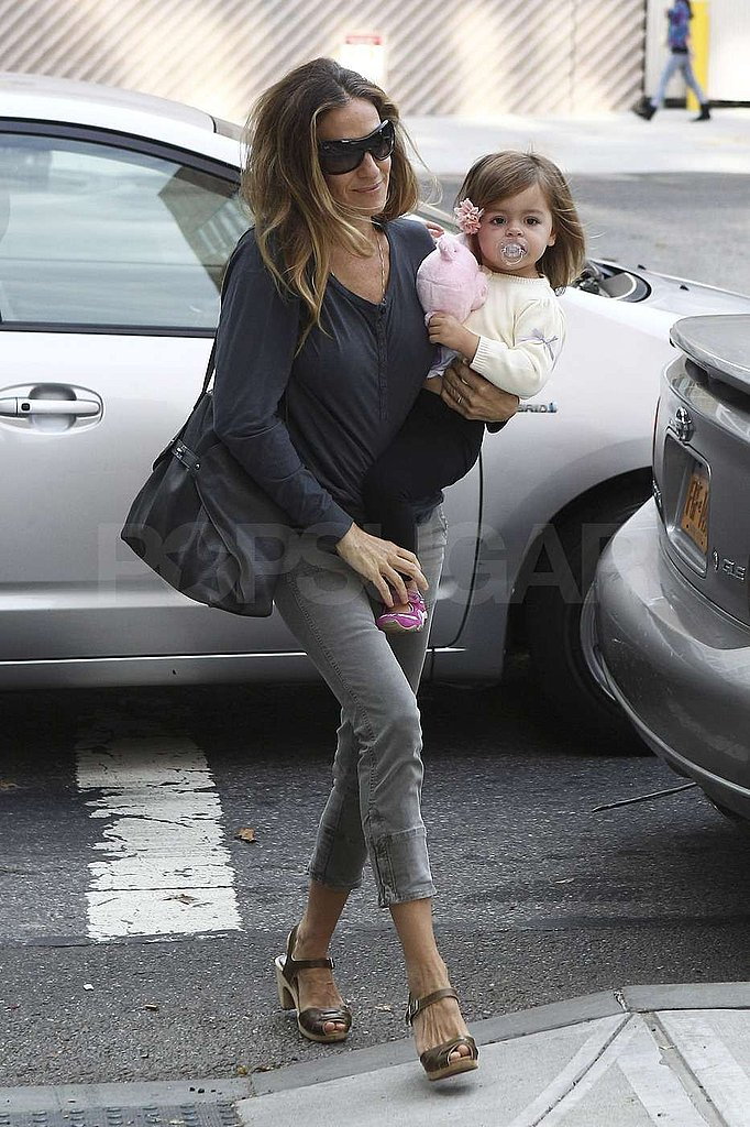 Sarah Jessica Parker carried Marion Broderick on her hip.
