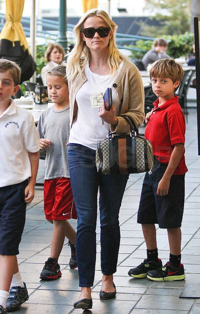 Reese Witherspoon and Deacon Phillippe held hands.