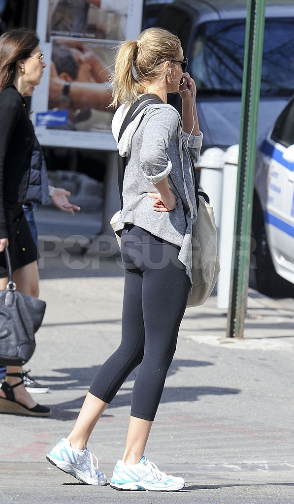 Cameron Diaz waited for a cross walk signal in NYC.