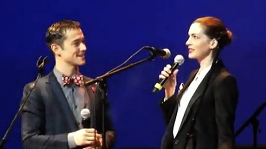 Video: Hear Anne Hathaway and Joseph Gordon-Levitt Sing in French