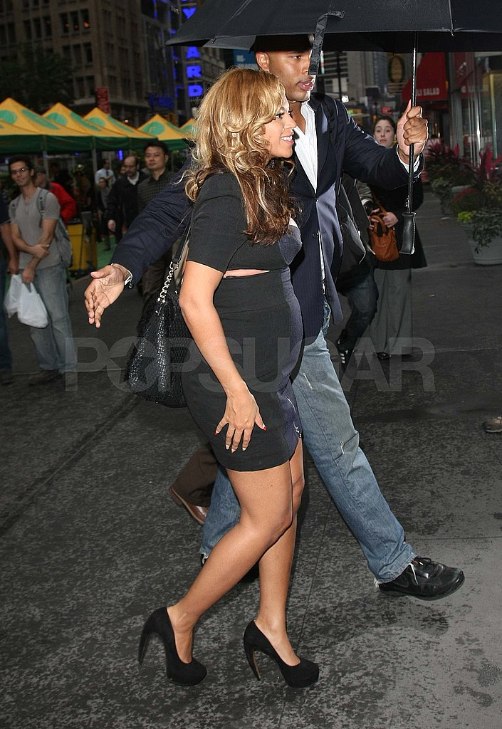 Pregnant Beyoncé in a tight dress.