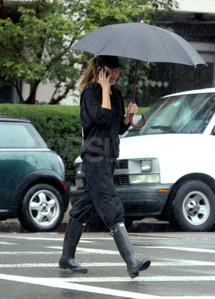 Gisele Bundchen wasn't bothered by the rain in Boston.