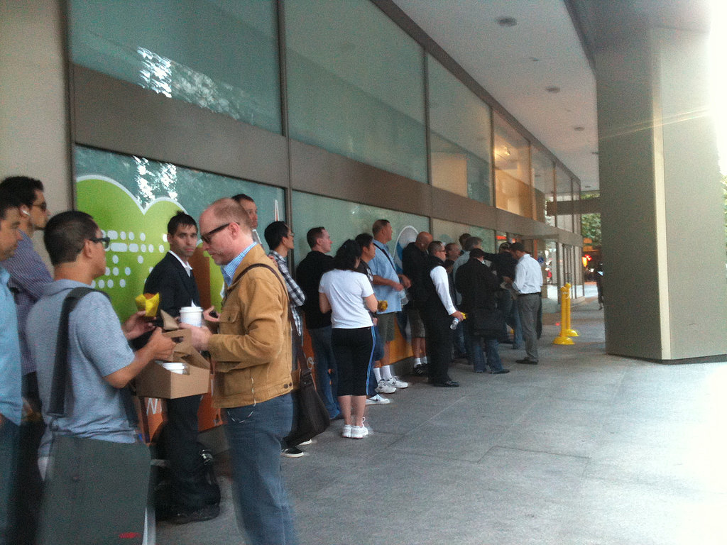 Line at AT&T Store in San Francisco