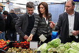 Princess Mary and Prince Frederik tour the farmers market in New York on Oct. 22.