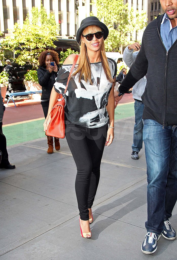 Beyoncé runs errands in NYC.