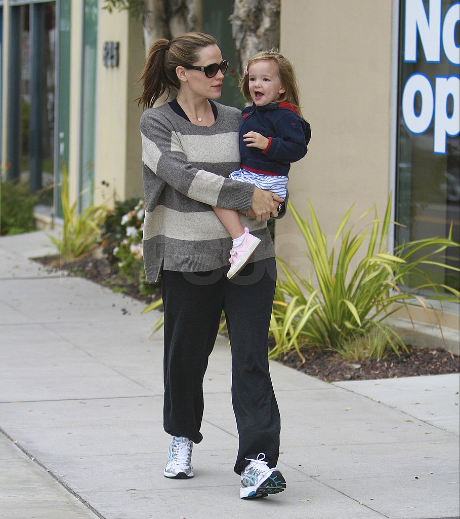 Jennifer Garner and Seraphina shared an early morning chat.