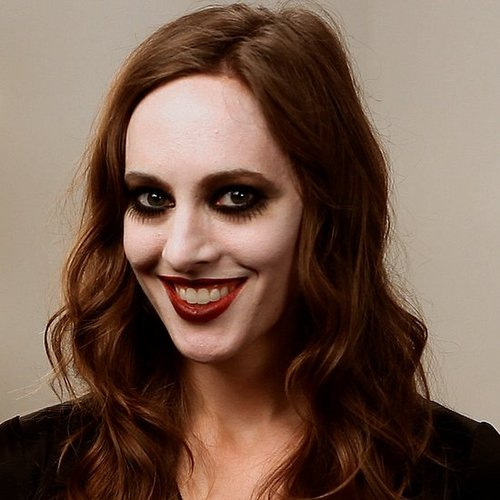 How to Get Sultry Vampire Makeup For Halloween