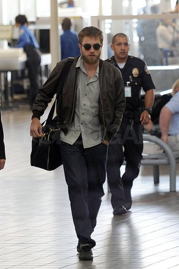 Robert Pattinson carried his bag.