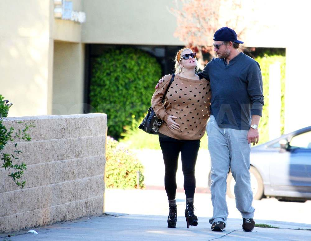 Jessica Simpson shows off her bump.
