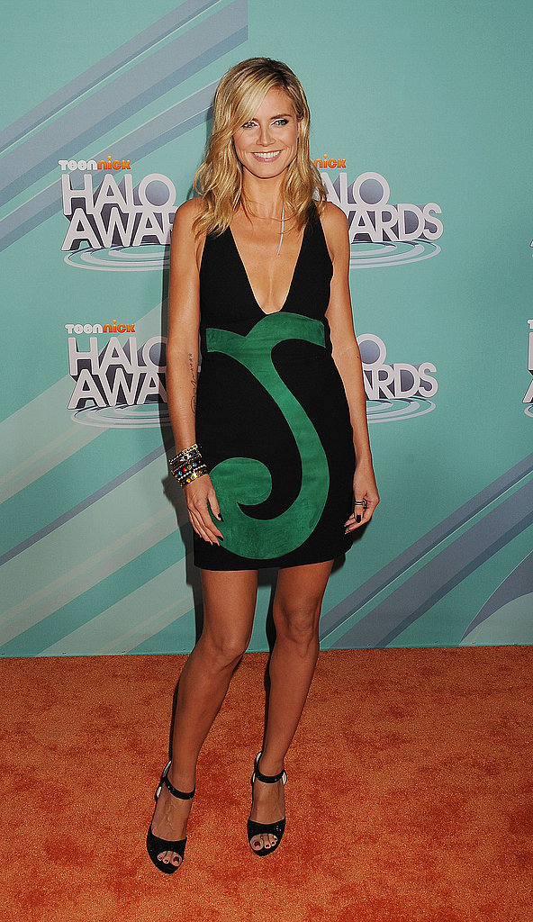 Heidi Klum showed off her golden tan on the orange carpet.
