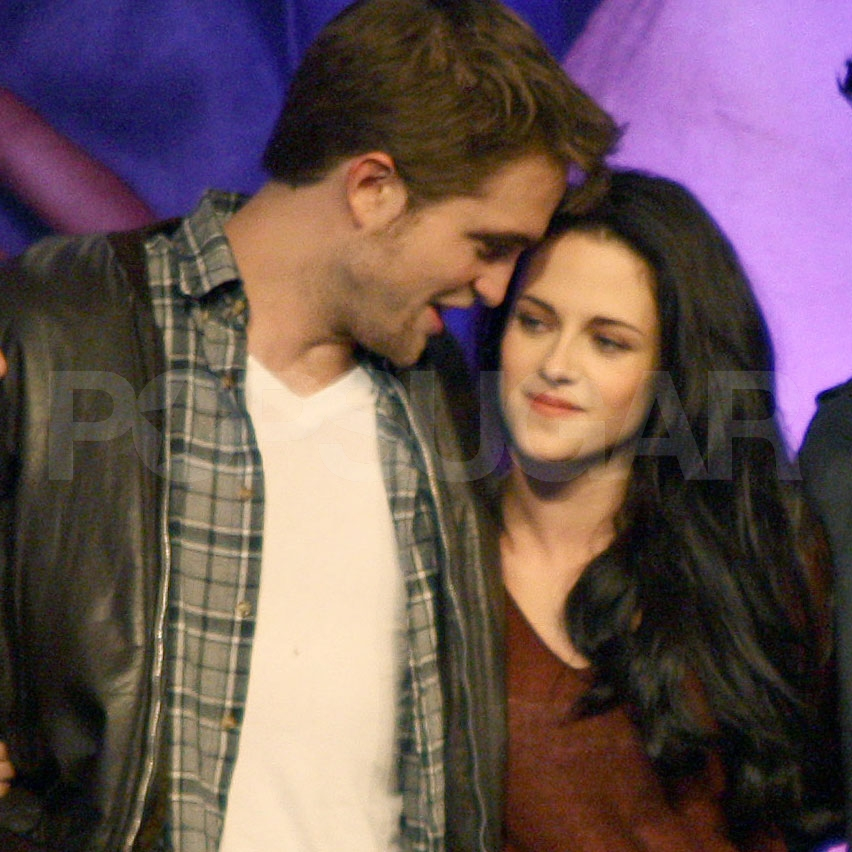 Robert Pattinson and Kristen Stewart hug!