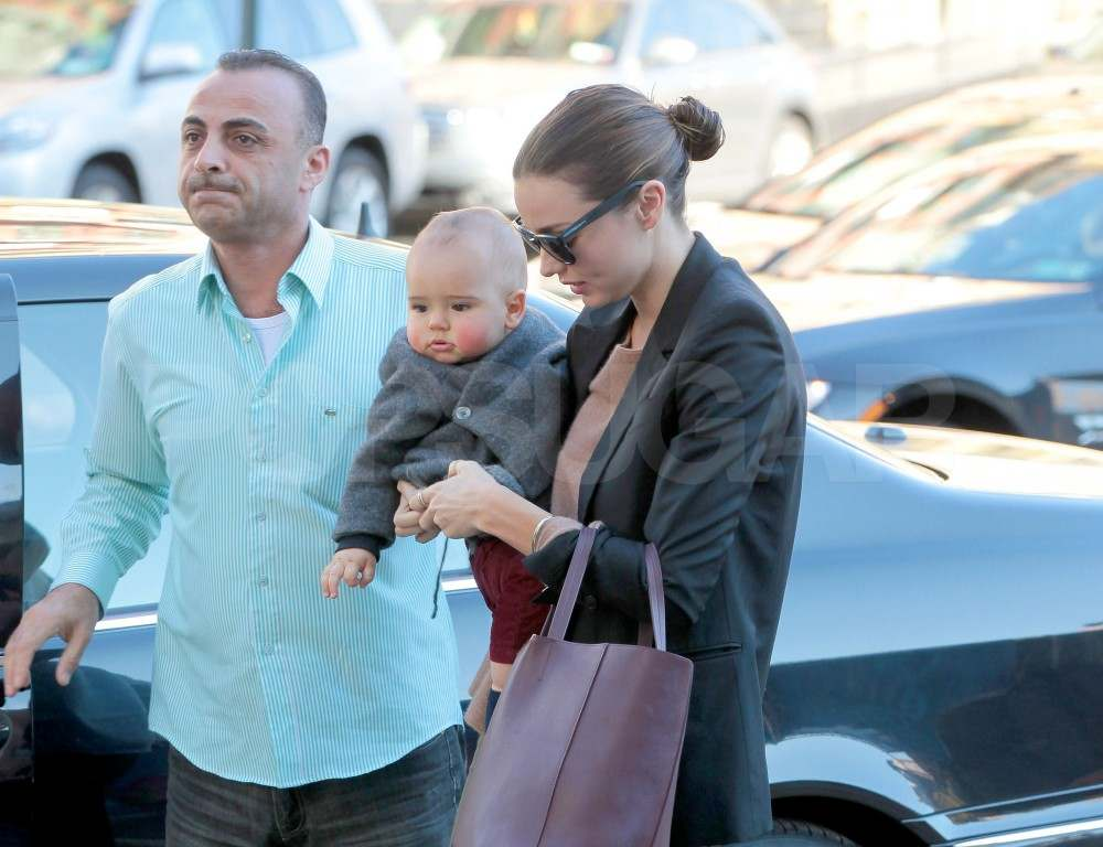 Miranda Kerr carrying Flynn.