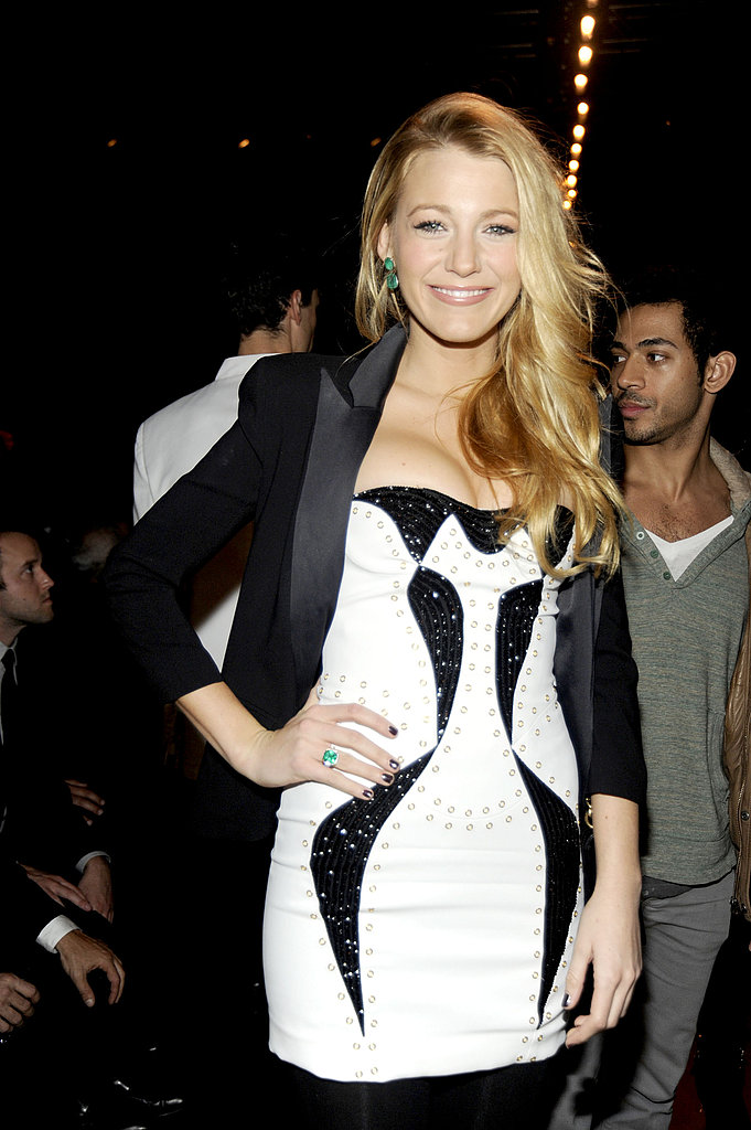 Blake Lively had a big grin to add to her ensemble.
