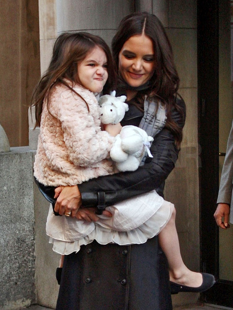Suri and Katie left their Manhattan apartment this afternoon.