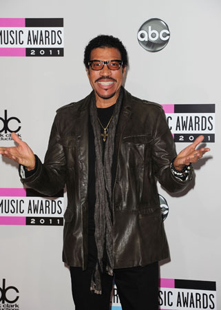 Lionel Richie wore a leather jacket on the red carpet.