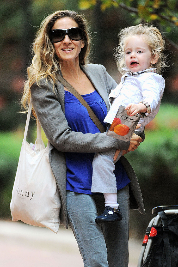 SJP was all smiles walking with Loretta around the Big Apple.