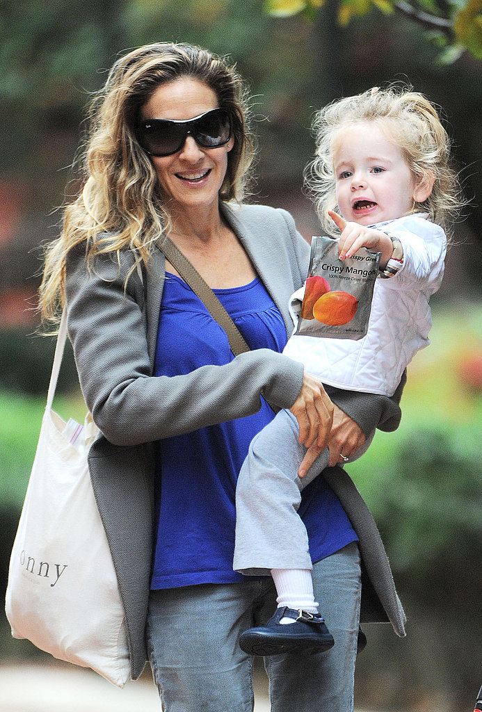SJP carried a reusable grocery bag.