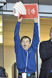 Brooklyn Beckham put his hands up to cheer for his dad.