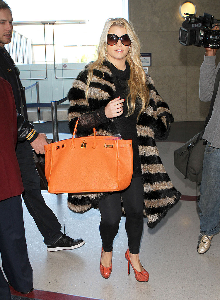 Pregnant Jessica Simpson at the airport.