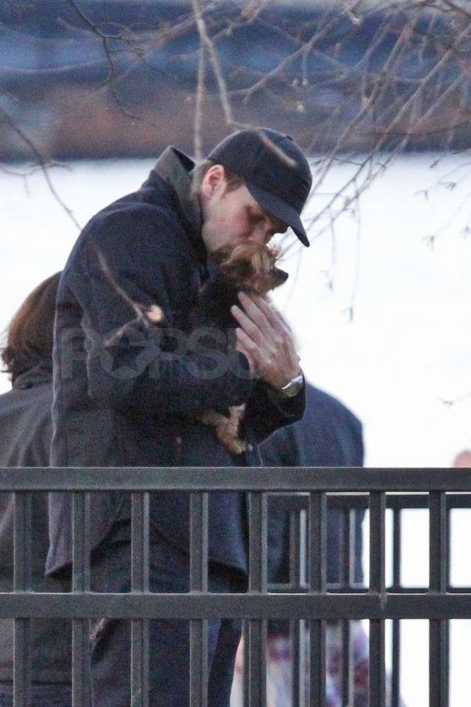 Tom cuddled Gisele's dog, Vida.
