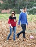 Anne Hathaway walked around an NYC park with her fiancé, Adam Shulman, and her new engagement ring.