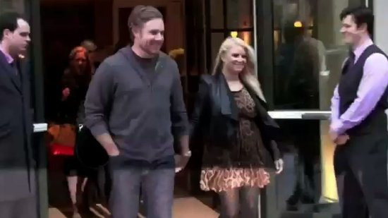 Video: Jessica Simpson and Eric Johnson's Baby Gender Battle