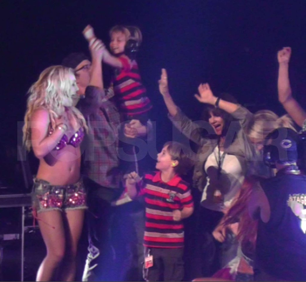 Britney Spears Finishes Femme Fatale With Her Whole Family on Stage!