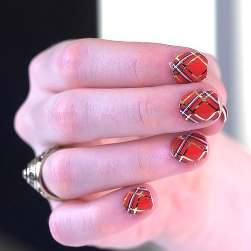 4 Cool Holiday Manicures You Can Get in Minutes
