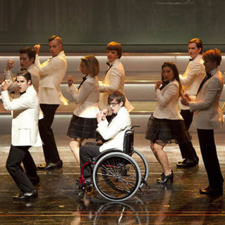 "Glee Recap, ""Hold On to Sixteen"""
