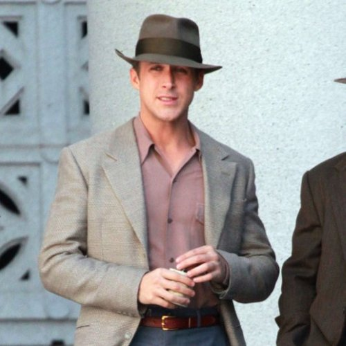 Ryan Gosling Looking Hot Pictures on Gangster Squad Set
