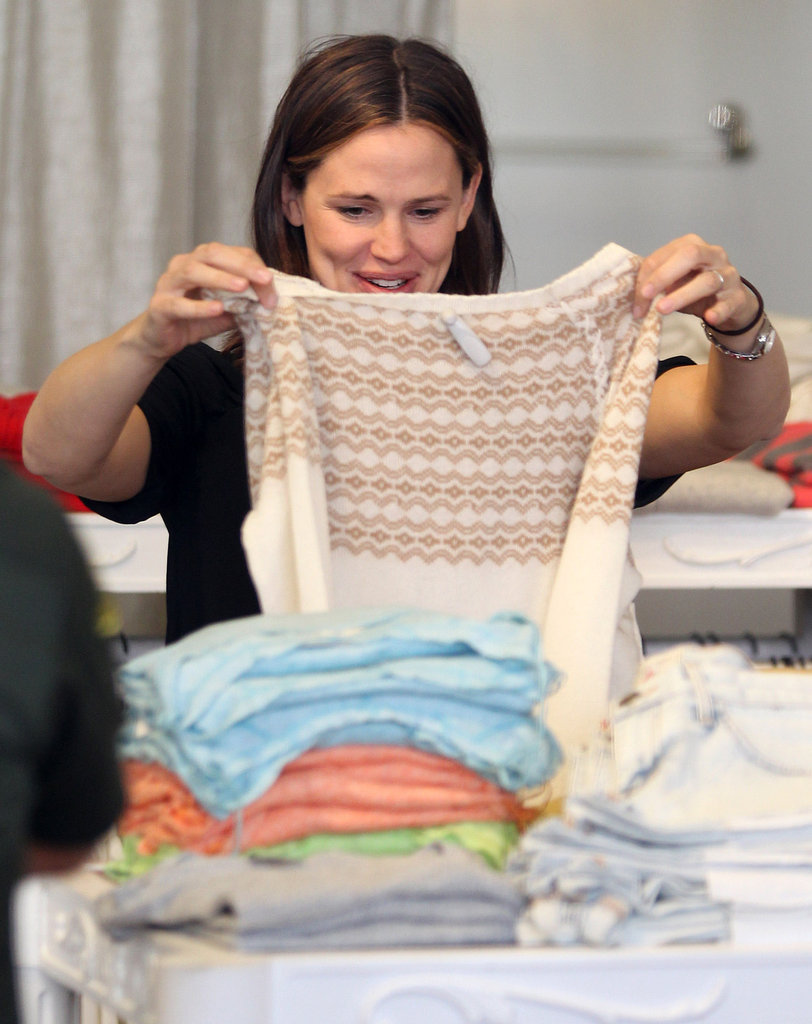 Jennifer Garner got a kick out of a striped sweater.