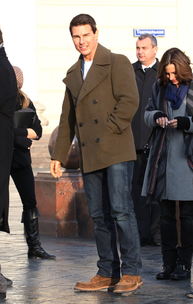 Tom Cruise went casual for a photo call in Moscow.
