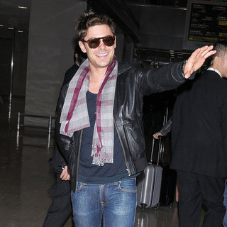 Zac Efron Arrives in Japan to Promote New Year's Eve