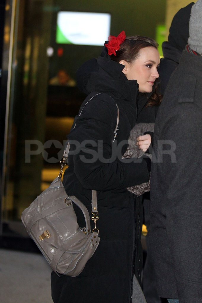 Leighton Meester had a bright red ribbon in her hair on the Gossip Girl set.