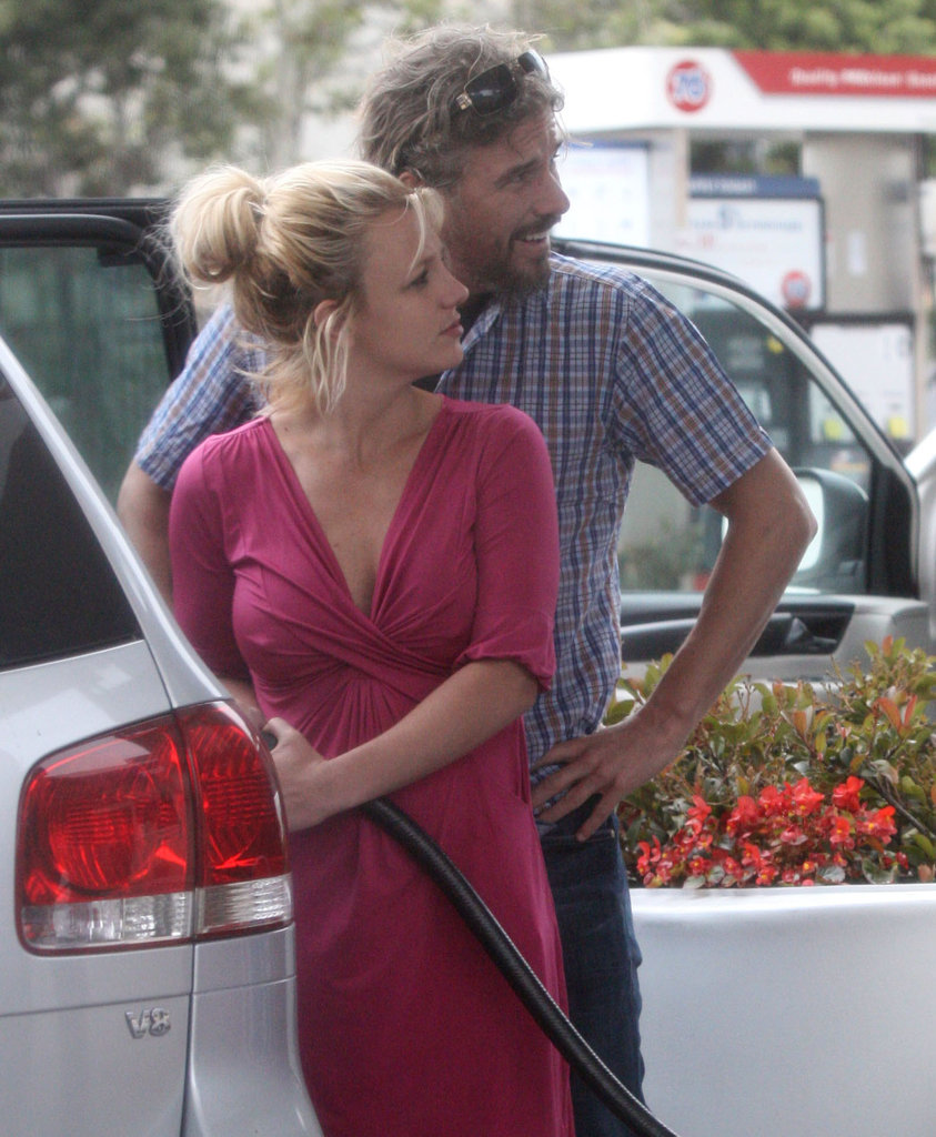 They even made a gas-station run look cute in LA in August 2010.