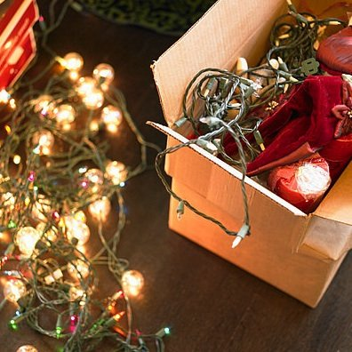 How to Hang Christmas Tree String Lights