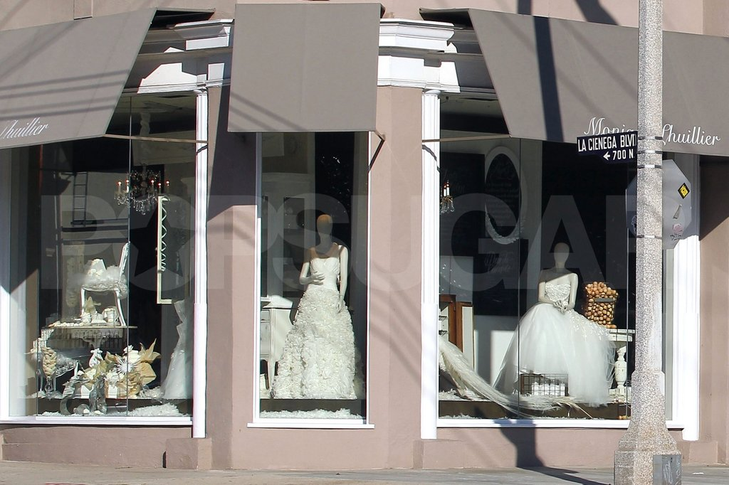 Jessica Simpson popped into Monique Lhuillier to browse through wedding dresses with a friend.