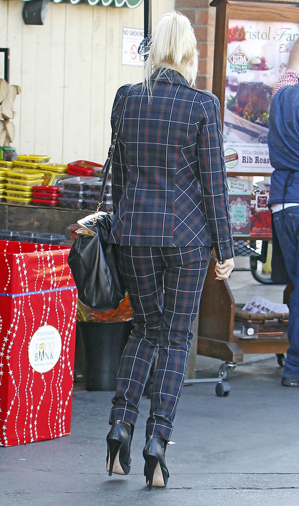 Gwen Stefani showed off the back of her pantsuit.