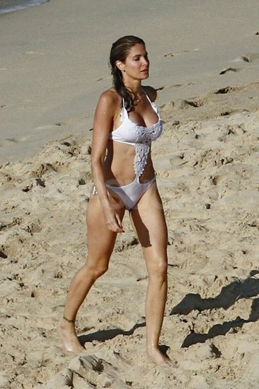 Stephanie Seymour took a beachside bikini stroll in St. Barts.