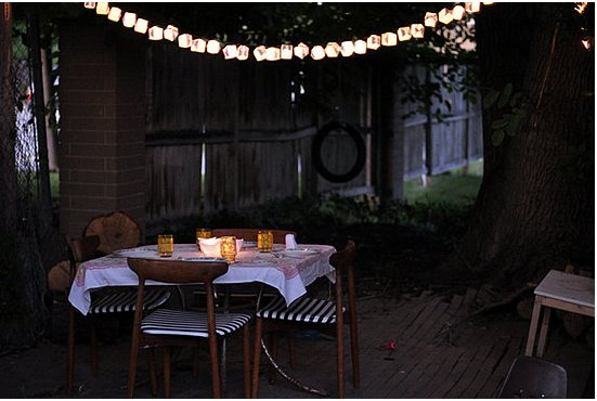 Here's a new twist on twinkly outdoor lights: origami lights! Source: Freshly Picked