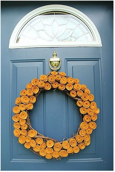 Little Things Bring Smiles makes an adorable front door wreath with felt roses. Source: Little Things Bring Smiles
