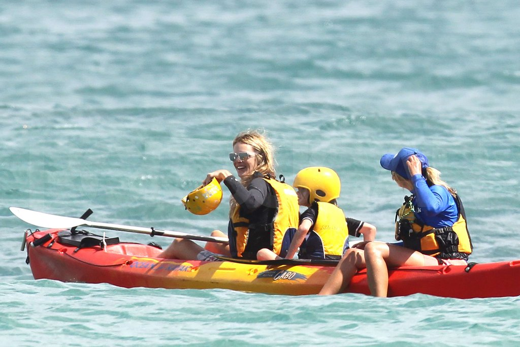 Elle MacPherson took the lead as she kayaked with family.